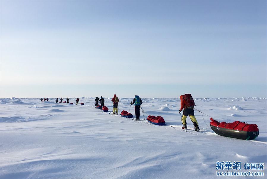 (體育)(2)中國地質大學(武漢)登山隊徒步到達北極點