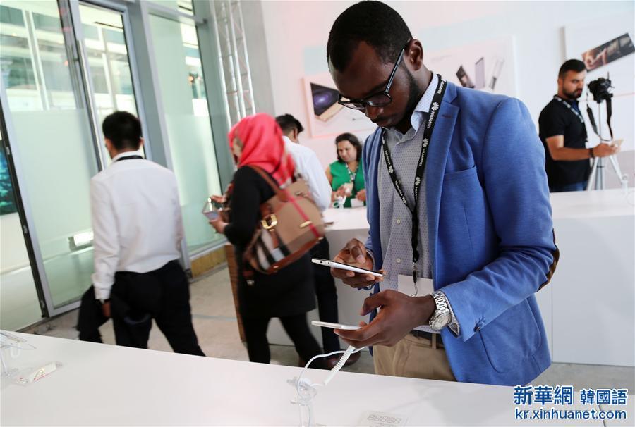 (XHDW)(2)華為面向中東發布P9手機