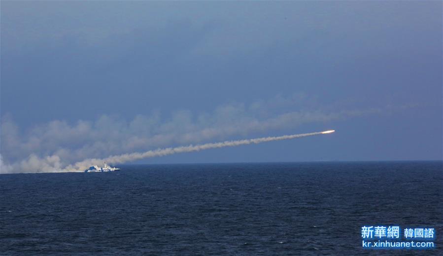 (圖文互動)(1)海軍在東海舉行實兵實彈對抗演習