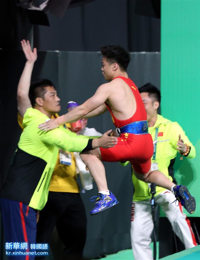 (裏約奧運會·奪冠一刻)(2)舉重——男子56公斤級:龍清泉奪冠