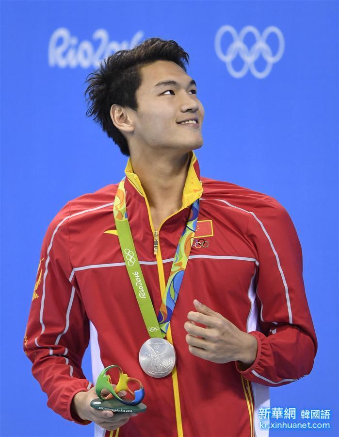 (裏約奧運會·領獎臺)(1)遊泳——徐嘉余獲得男子100米仰泳亞軍