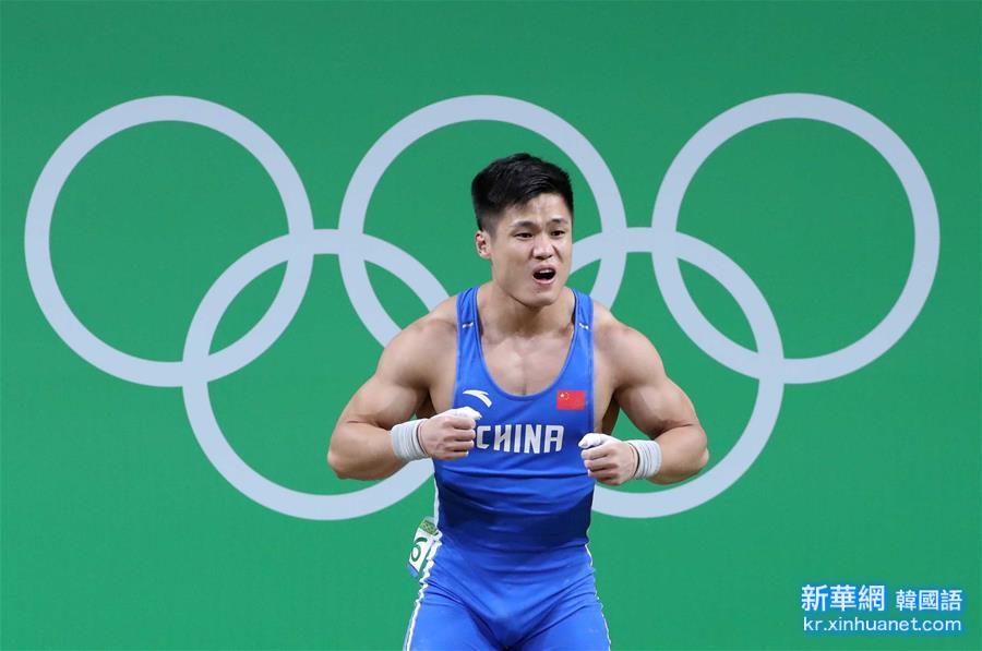 (裏約奧運會)(1)舉重——男子77公斤級:呂小軍破抓舉世界紀錄