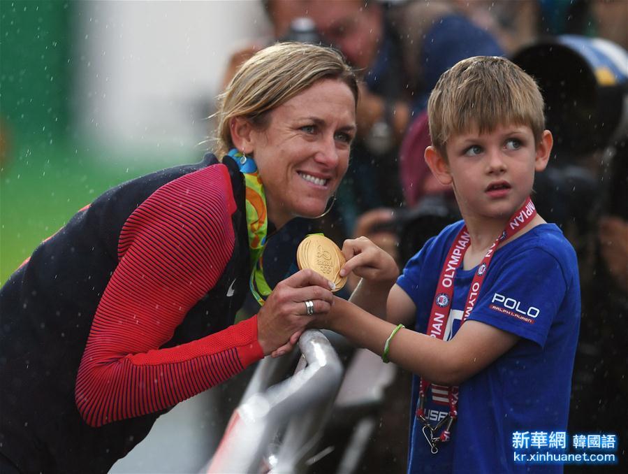 (裏約奧運會·圖片故事)(1)自行車——是冠軍 更是母親