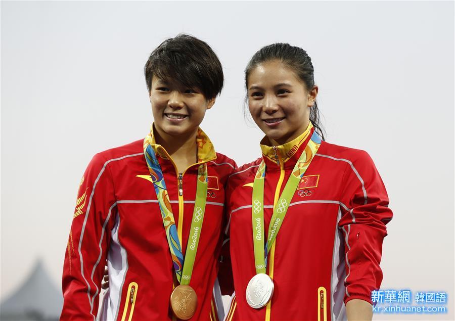 (裏約奧運會·領獎臺)(1)跳水——施廷懋、何姿包攬女子3米板冠、亞軍