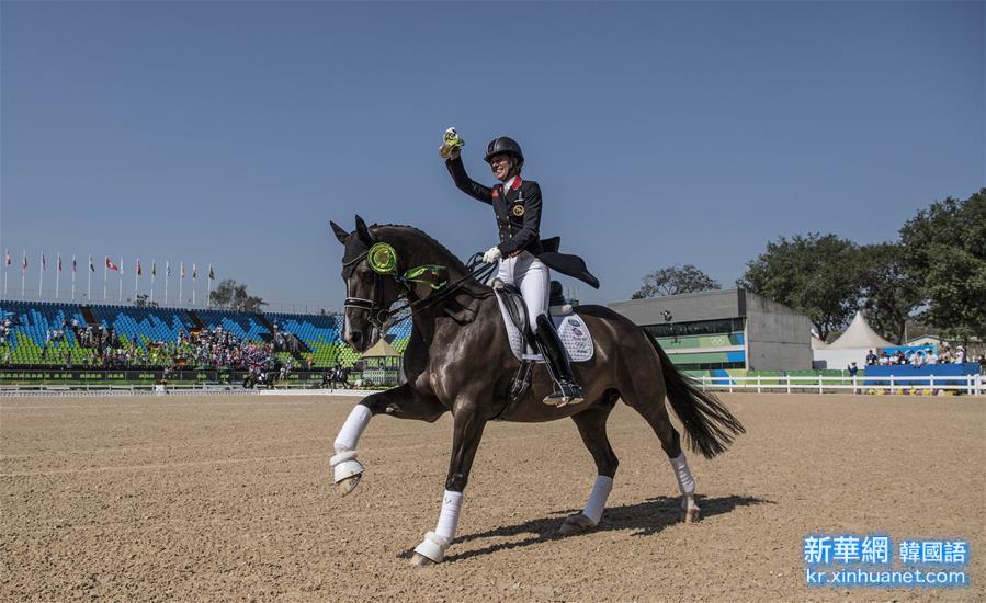 (裏約奧運會·奪冠一刻)馬術——英國選手獲得個人盛裝舞步自由演繹大獎賽冠軍