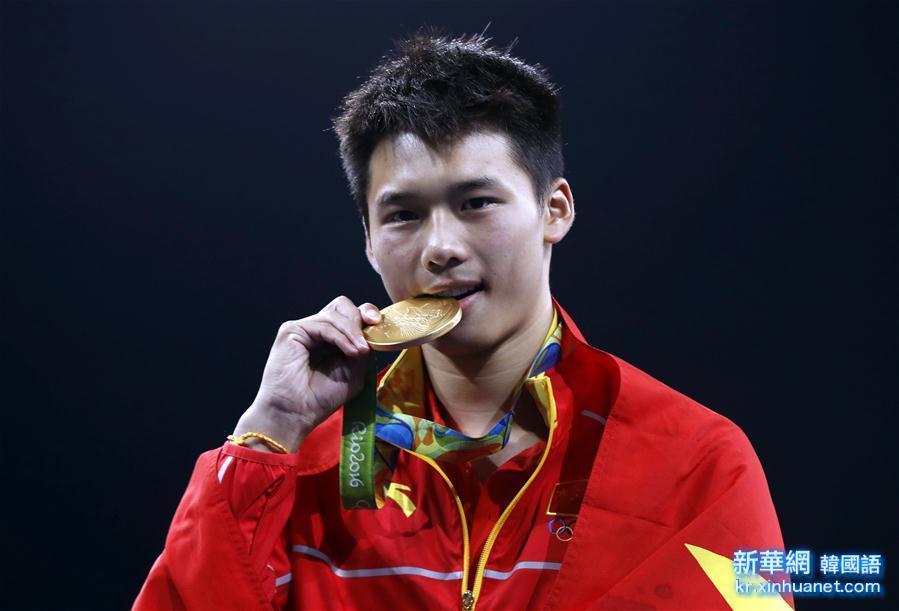 (裏約奧運會·領獎臺)(1)跳水——男子10米臺:陳艾森奪金