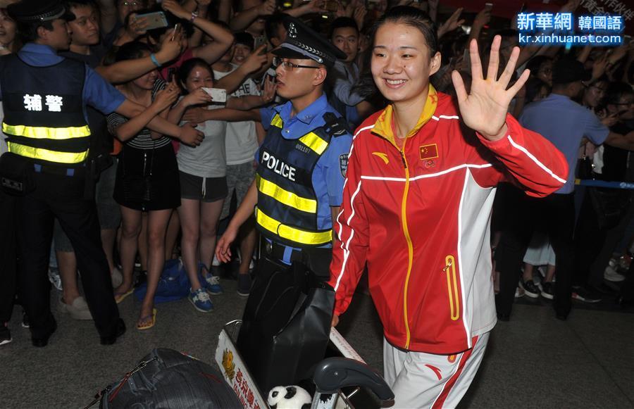 (體育)(6)中國女排回國