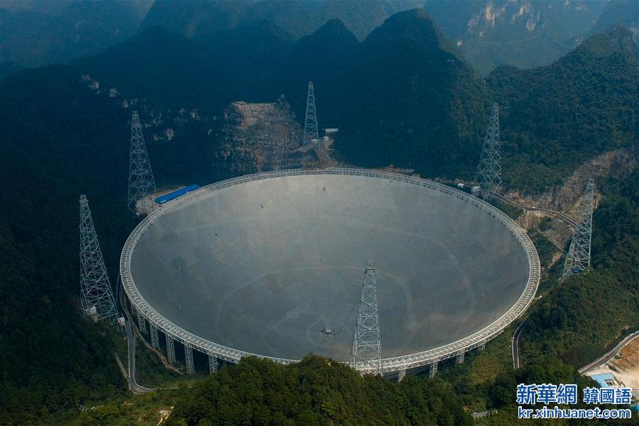 """(新华全媒头条·天文望远镜·图文互动)(1)给我一双""""慧眼""""——""""超级天眼""""的探索与追问"""