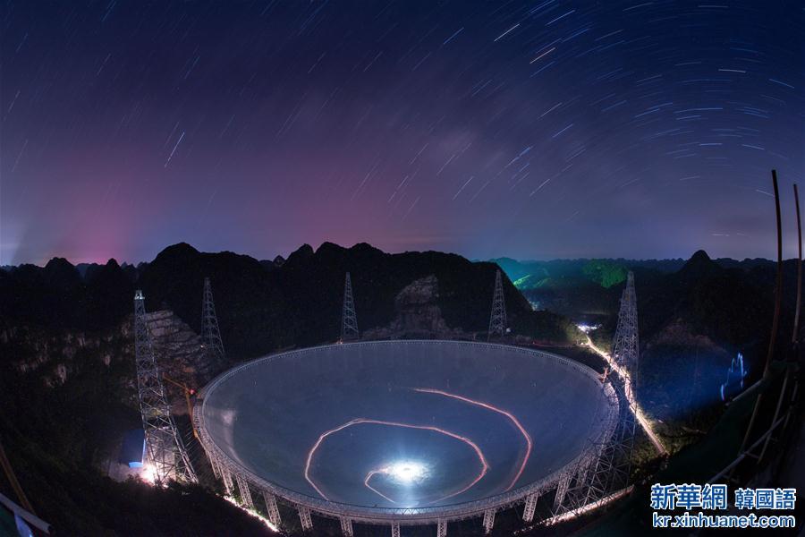 """(新华全媒头条·天文望远镜·图文互动)(8)给我一双""""慧眼""""——""""超级天眼""""的探索与追问"""