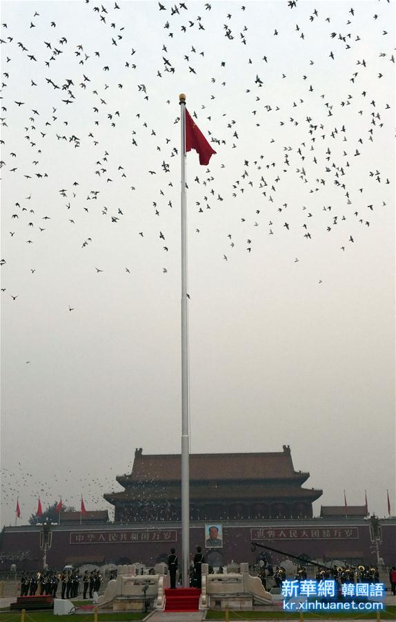 (新华视点·图片版)(2)天安门广场举行国庆升旗仪式