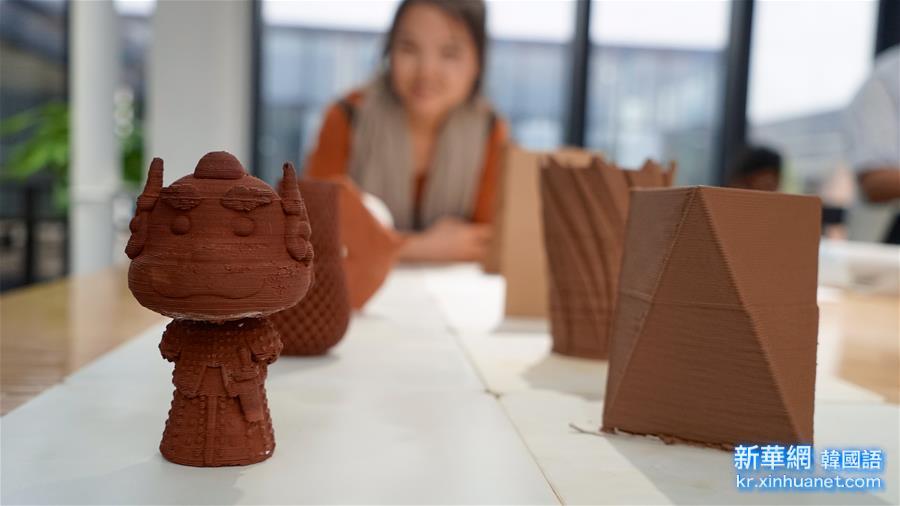"""(晚報)(1)陶瓷3D打印讓大眾離""""陶藝家""""不再遙遠"""