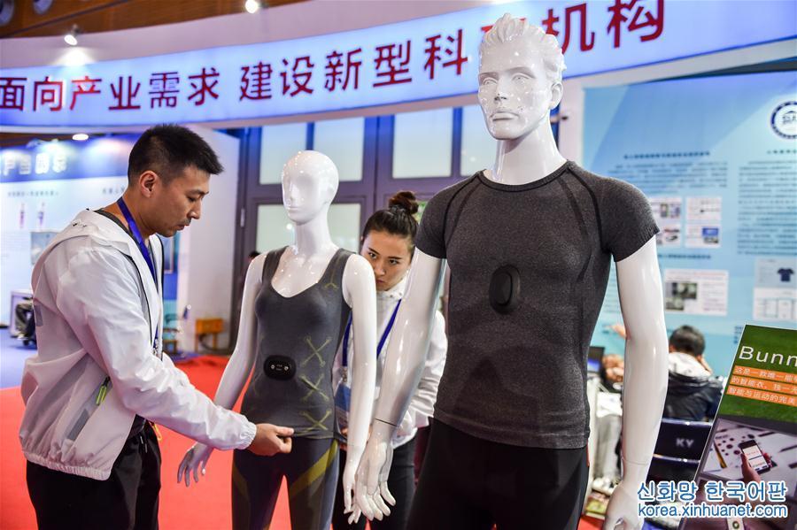 """(新華全媒頭條·高交會·圖文互動)(1)2046,""""未來世界""""將會怎樣——來自""""中國科技第一展""""的前沿觀察"""