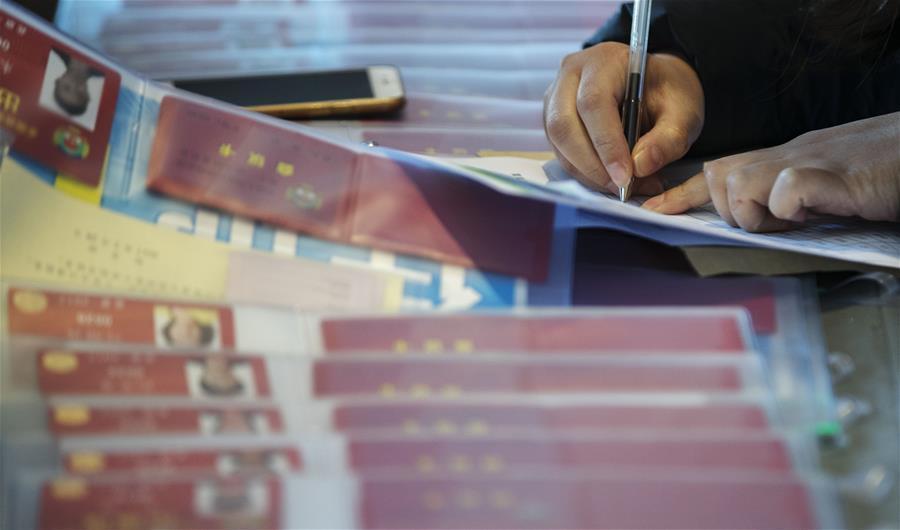 (兩會)(2)參加全國政協十二屆五次會議的委員陸續抵達駐地