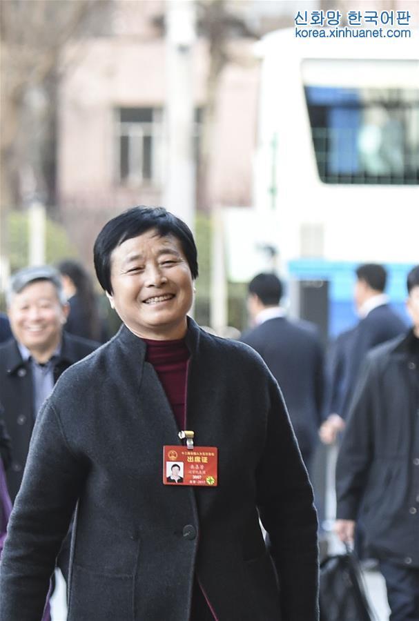 (兩會)遼寧代表團抵達北京