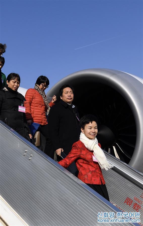 (兩會)浙江代表團抵達北京