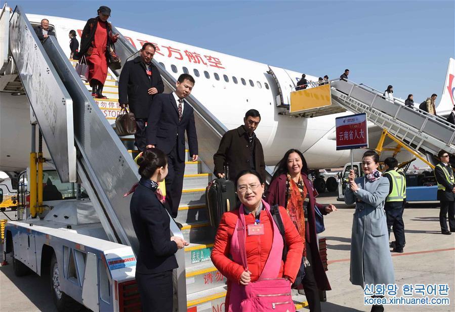 (兩會)雲南代表團抵達北京