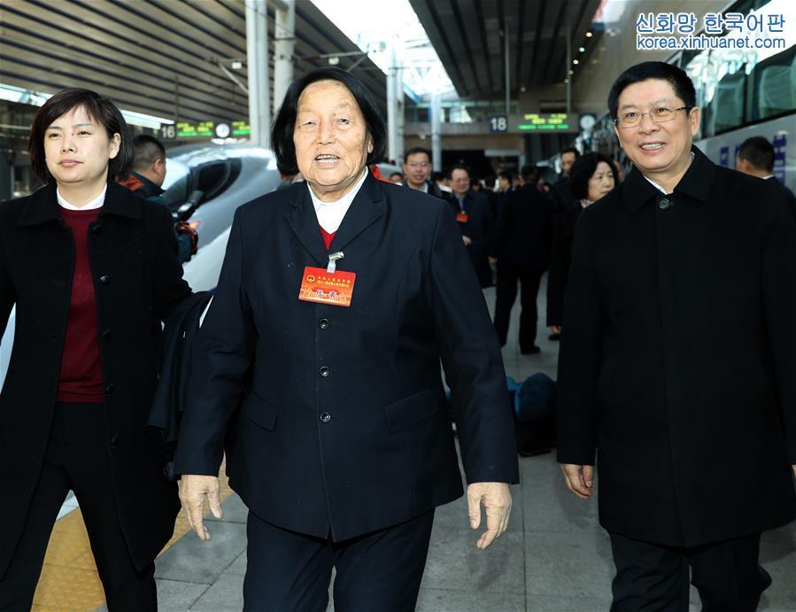(兩會)(1)山西代表團抵達北京