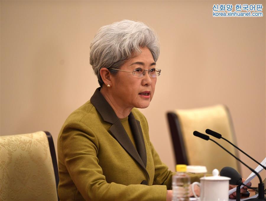 (兩會)(1)十二屆全國人大五次會議舉行新聞發布會