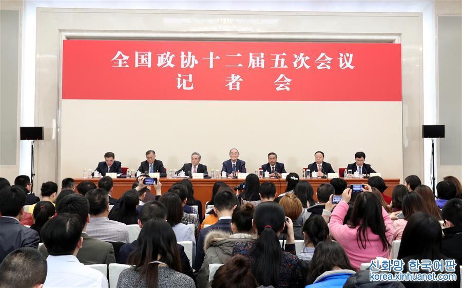 (兩會)(1)政協委員談促進經濟平穩健康發展