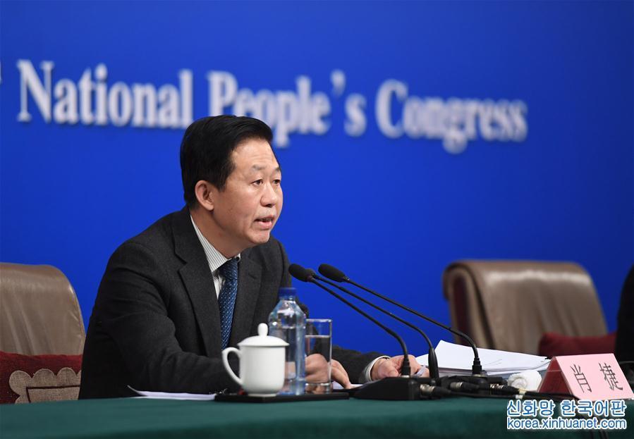 """(兩會)(1)財政部部長肖捷等就""""財政工作和財稅改革""""答記者問"""