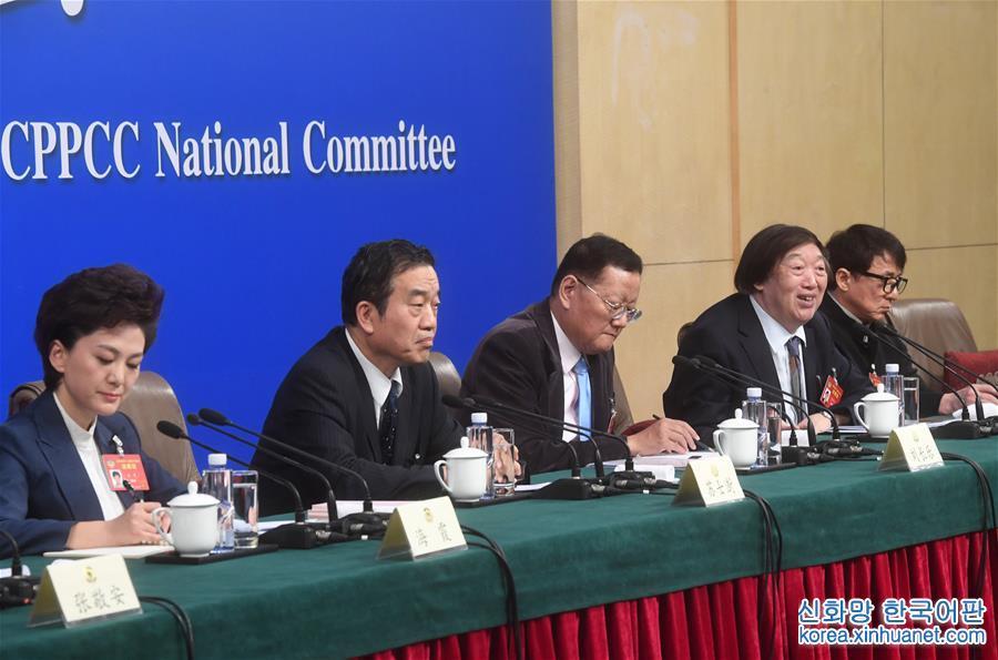(兩會)(1)政協委員談堅定文化自信講好中國故事