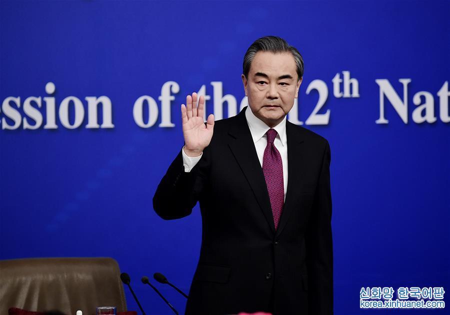 """(兩會)(1)外交部部長王毅就""""中國的外交政策和對外關係""""答記者問"""