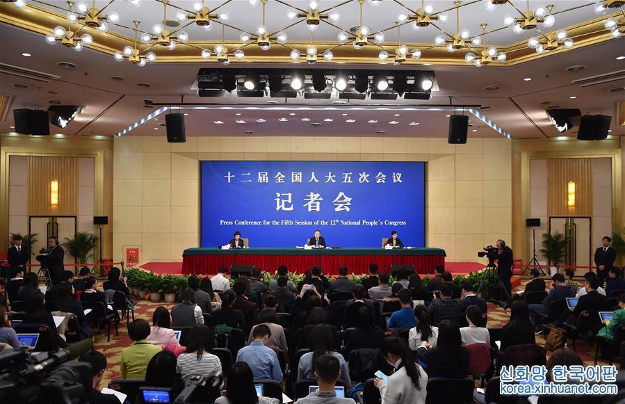 """(兩會)(3)國家工商總局局長張茅就""""深化商事制度改革""""答記者問"""