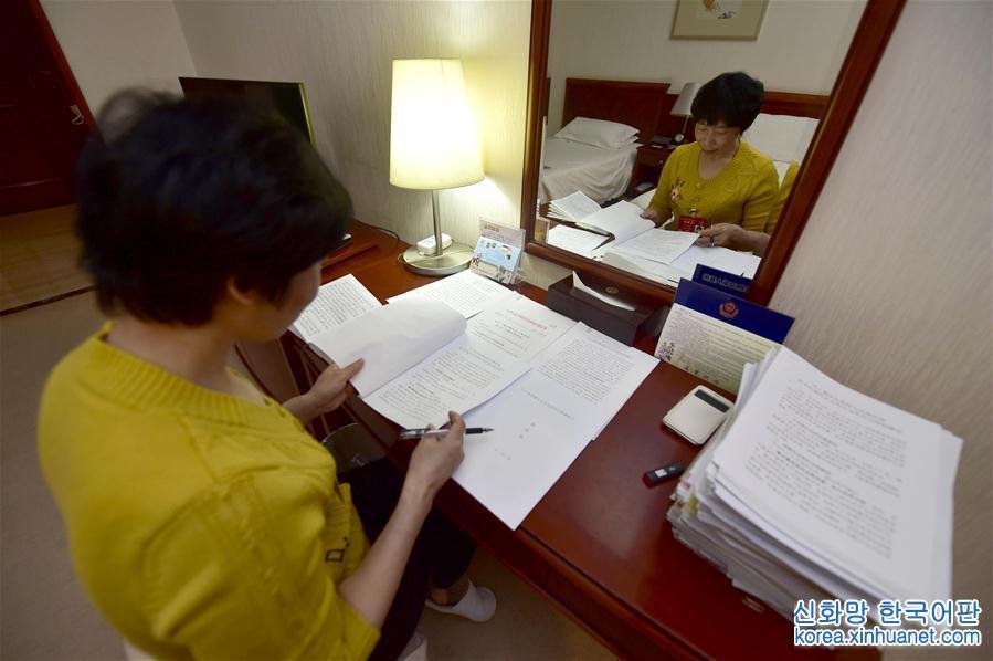 (兩會·履職影像記)(2)薛海英代表:關注農民工權益和城市環境
