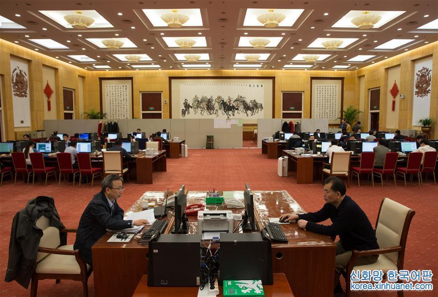(兩會)(1)十二屆全國人大五次會議收到議案514件 收到代表建議8360件