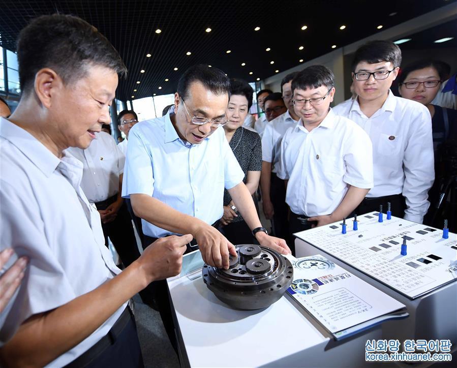 (XHDW)(1)李克强在天津考察职业教育
