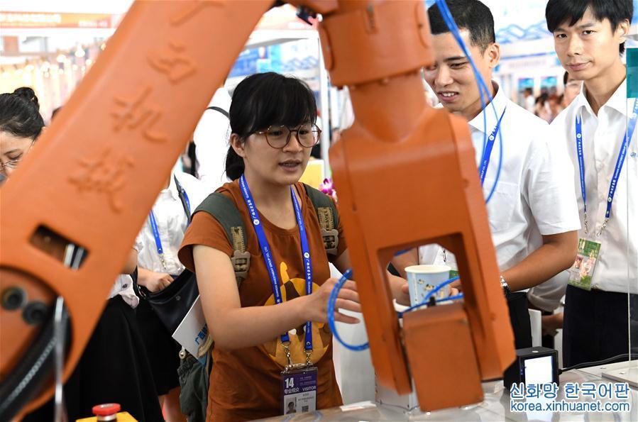 """(中国-东盟博览会)(3)高新科技""""闪耀""""中国-东盟博览会"""