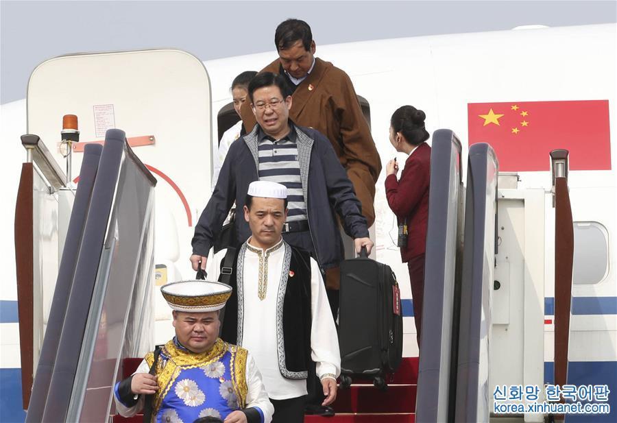 (十九大)出席十九大的青海代表团抵京