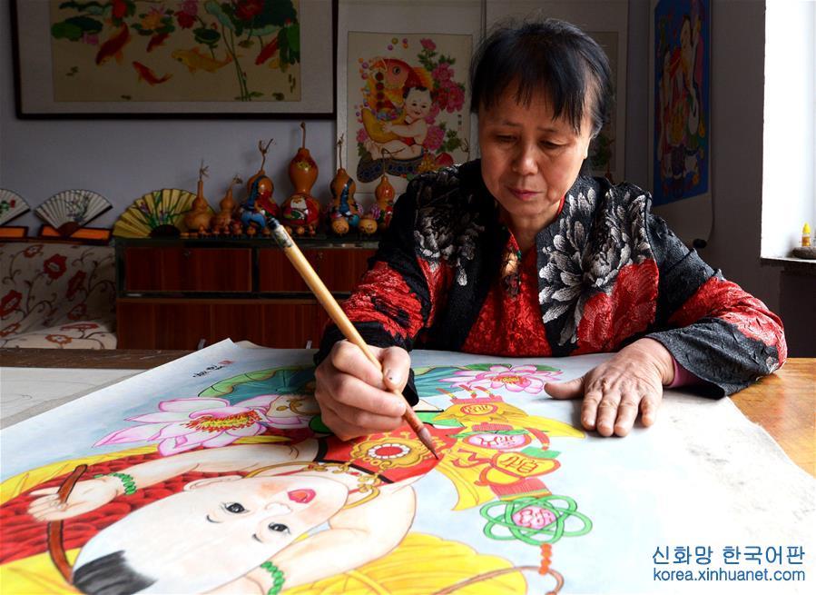 (文化)(1)手繪年畫傳承人黃穎的堅持和創新