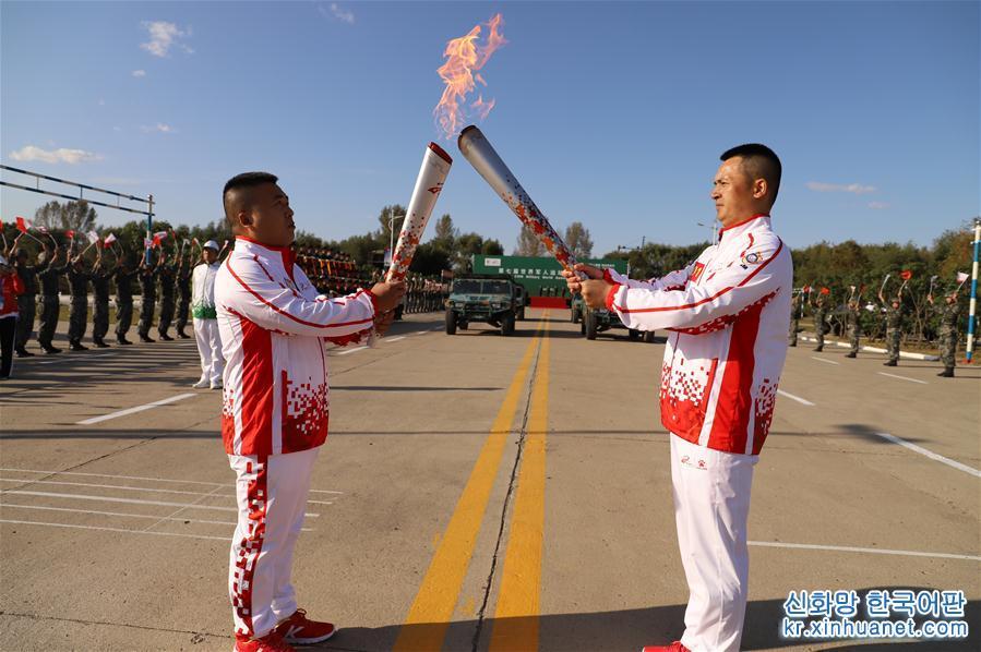 (體育)(1)第七屆世界軍人運動會火炬傳遞活動在聯勤保障部隊某旅舉行