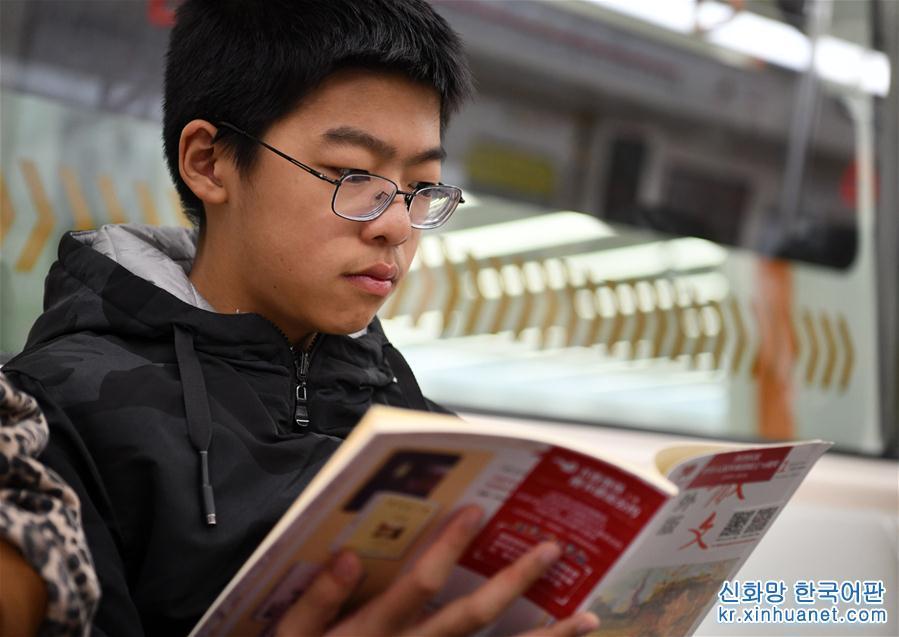 """(社會)(1)天津:地鐵裏的""""圖書漂流"""""""