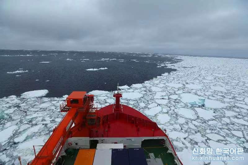 """(""""雪龍""""探南極·圖文互動)(1)""""雪龍2""""號首次在南大洋浮冰區航行"""