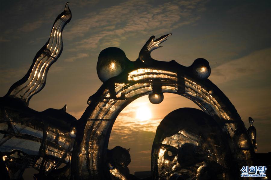 (文化)(1)冰雕映夕陽