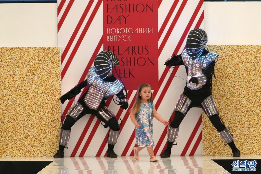 (XHDW)(1)白俄羅斯舉辦新年兒童時裝節