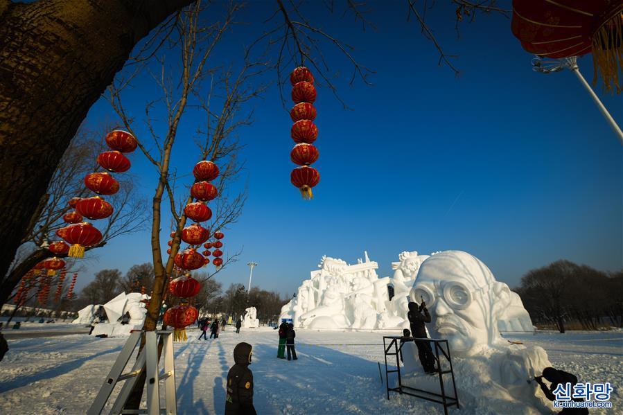 (社會)(1)哈爾濱:雪雕好手秀技藝