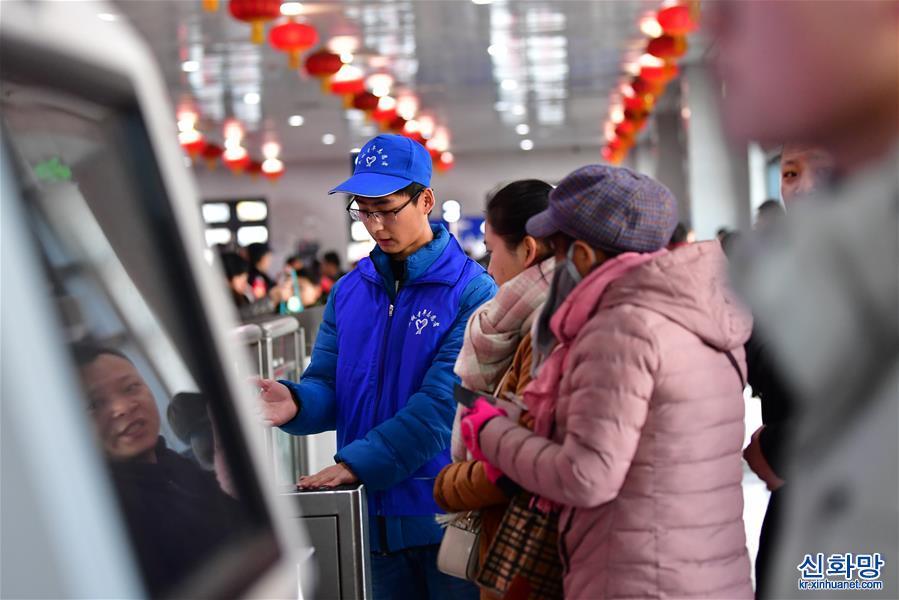 """(關注春運)(1)蘭州:""""旅程管家""""帶來便捷春運"""