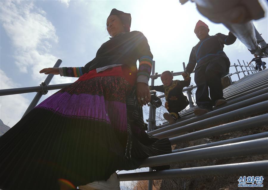 (脫貧攻堅)(1)四川大涼山:搬進新居 告別天梯與懸崖
