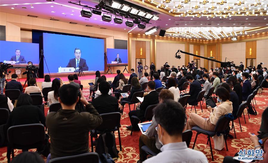 (兩會·XHDW)(10)國務委員兼外交部長王毅回答中外記者提問