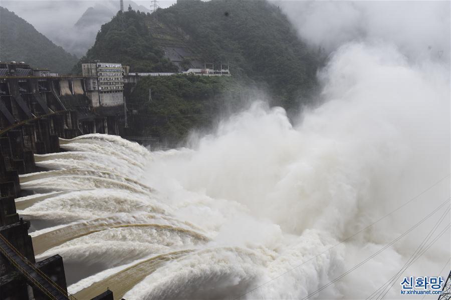 #(社會)(3)湖南鳳灘水庫泄洪