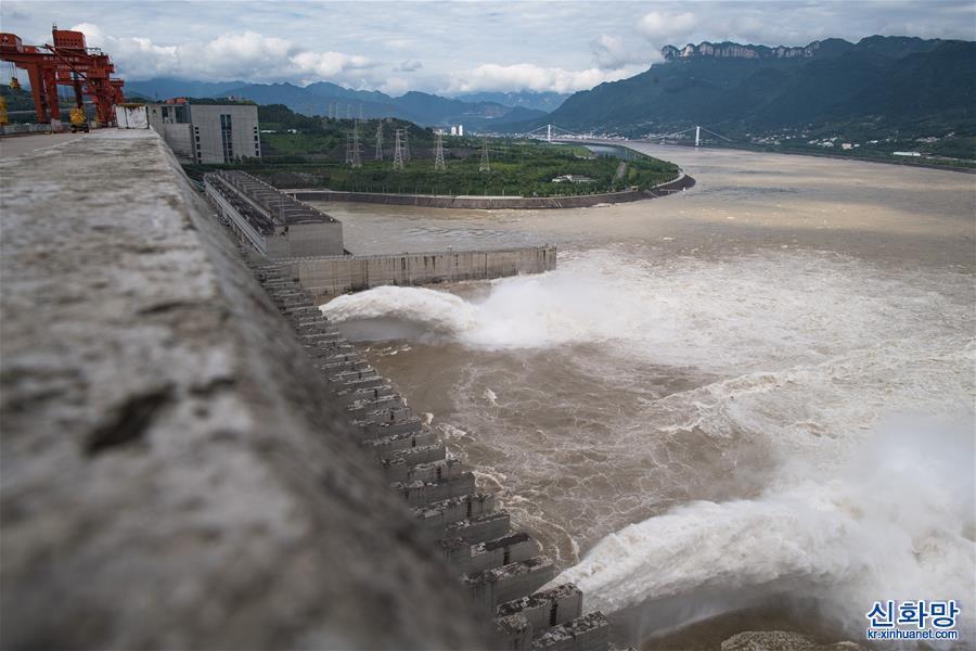 (環境)(11)三峽工程今年首次泄洪 近期或迎新一輪洪水