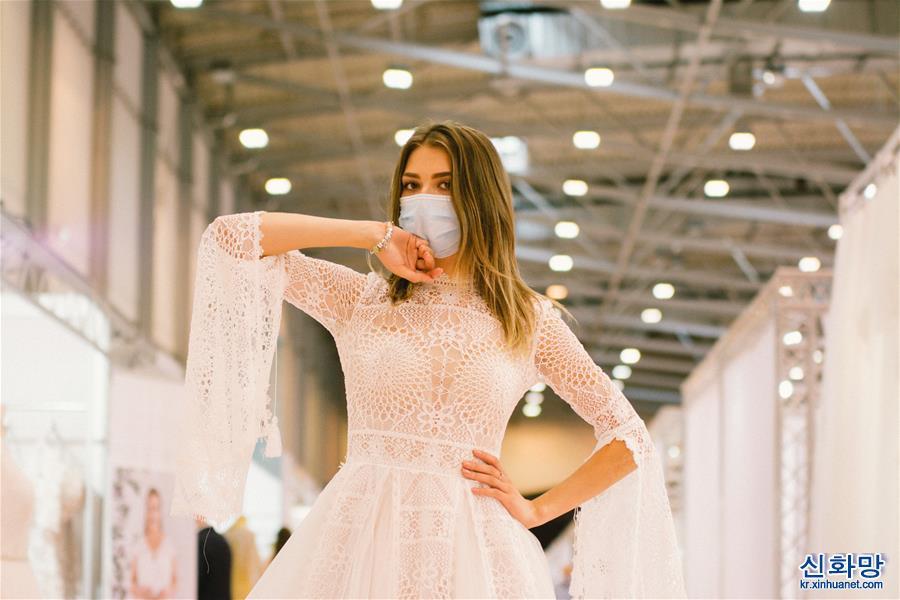 (國際疫情·新華視界)(1)疫情下的婚紗展