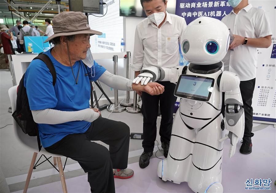 """(2020服貿會)(1)機器人中醫""""坐診""""服貿會"""