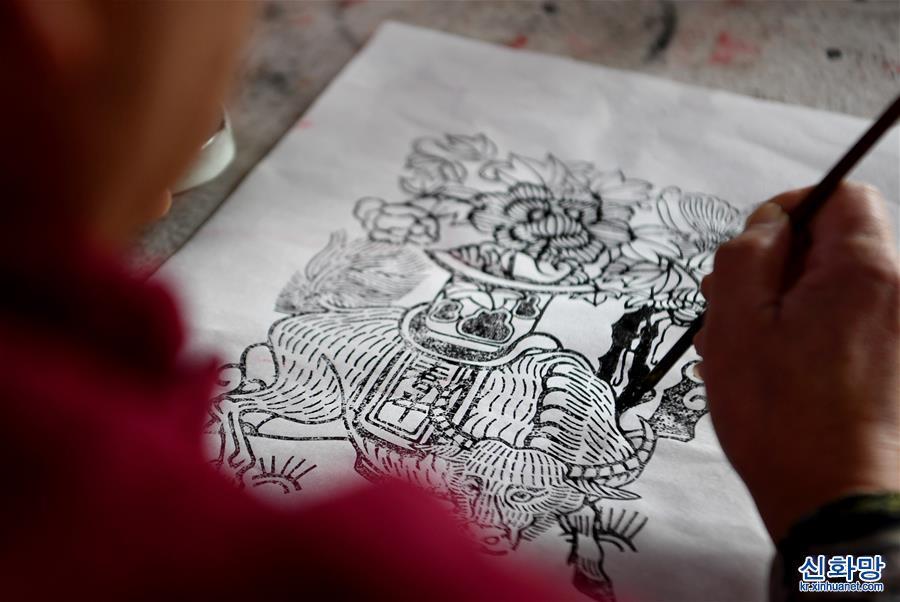 (文化)(1)木版雕刻印年畫 濃濃年味迎新春