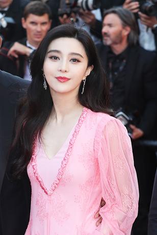 판빙빙, 핑크색 드레스로 칸 70주년 기념 행사 참석