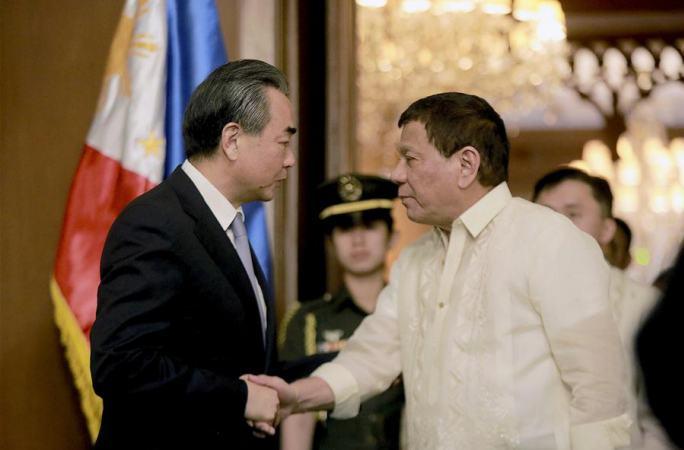 두테르테 필리핀 대통령, 왕이 中 외교부장 회견