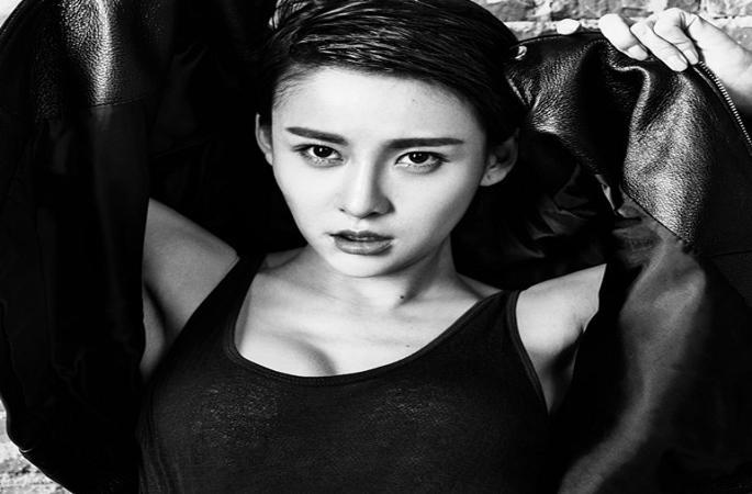 쟈칭(賈青) 쿨한 사진 공개: 카리스마가 넘쳐흘러